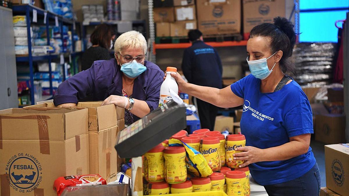 Voluntarias del Banco de Alimentos, que recibe un convenio nominativo. |   // CARLOS PARDELLAS