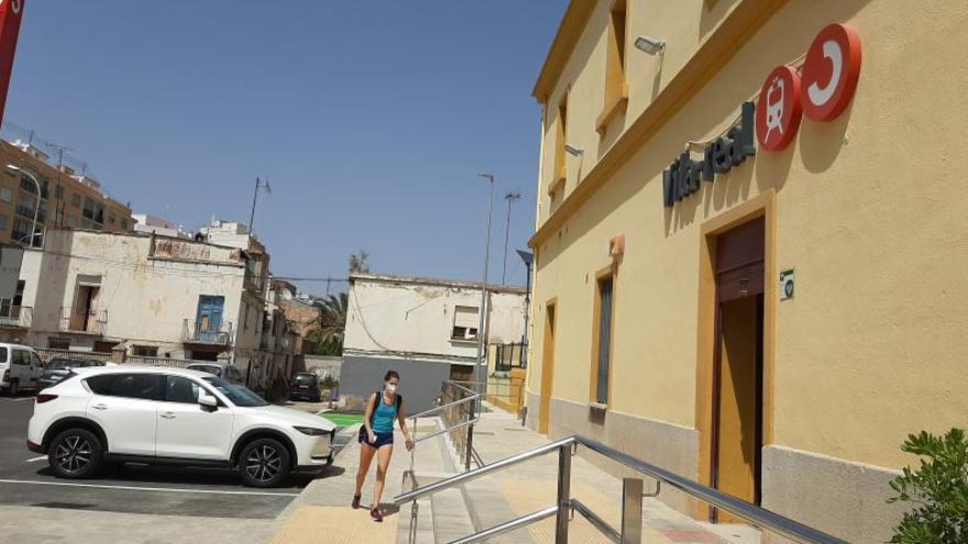 Vila-real apuesta por derribar las casas junto a la estación del tren