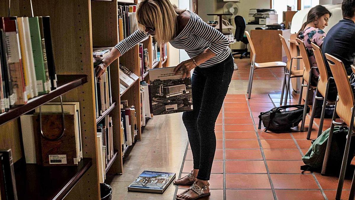 Foto d'arxiu d'una biblioteca valenciana.