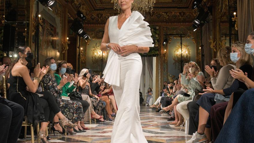 Belén Rueda se sube a la pasarela y debuta como modelo a los 56 años