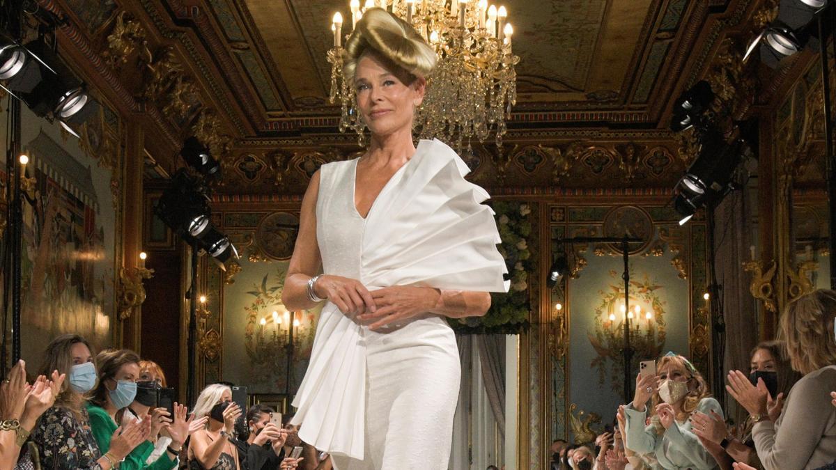 Belén Rueda desfila para Benjamin Friman en la Semana de la Moda de Madrid.