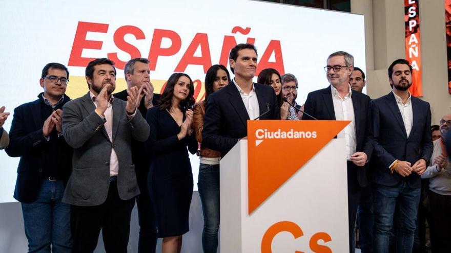 Albert Rivera dimiteix després de la desfeta electoral