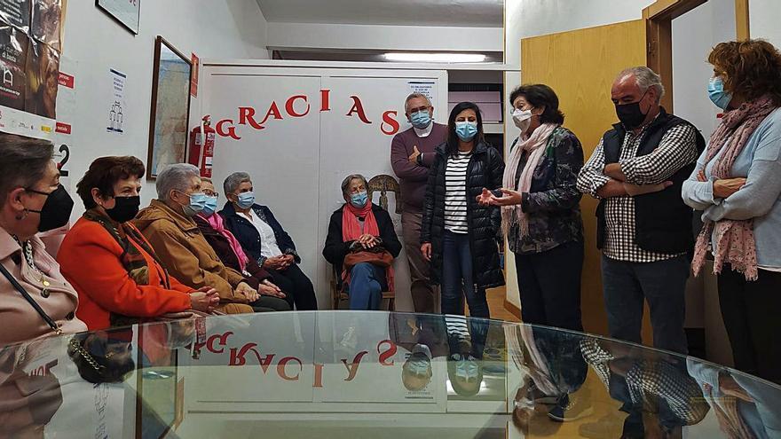 Mercedes Brea toma las riendas de Cáritas de A Estrada, que presta ayuda a 150 familias