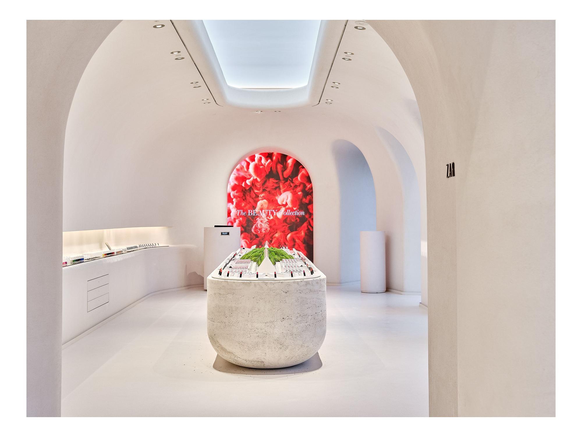 A Coruña abre uno de los únicos cuatro espacios de Zara Beauty en España
