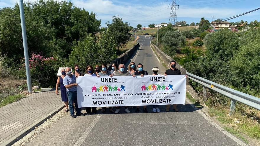 Vecinos de Alcolea inician movilizaciones para reclamar el arreglo del campo de fútbol
