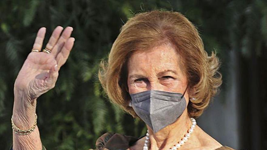 La Reina Sofía, de la gala asturiana a la boda griega