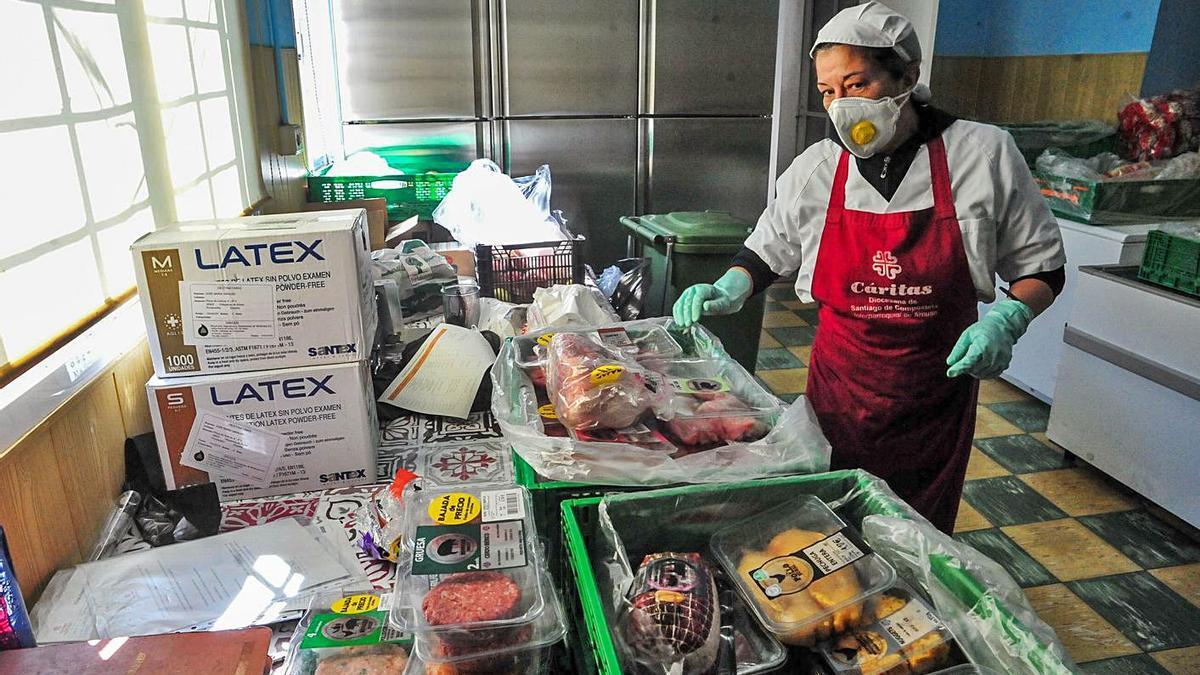El comedor social también ha tenido que extremar sus precauciones ante la pandemia.  | // IÑAKI ABELLA