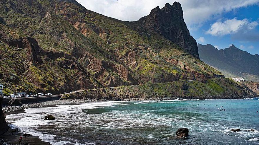Las playas de Anaga, reabiertas  al baño tras varias horas con piche