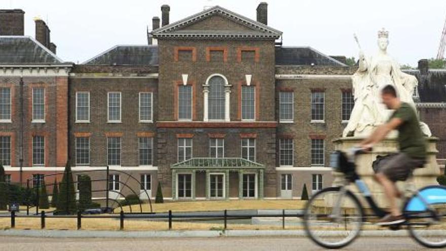 Isabel II visita al bebé de los duques de Cambridge