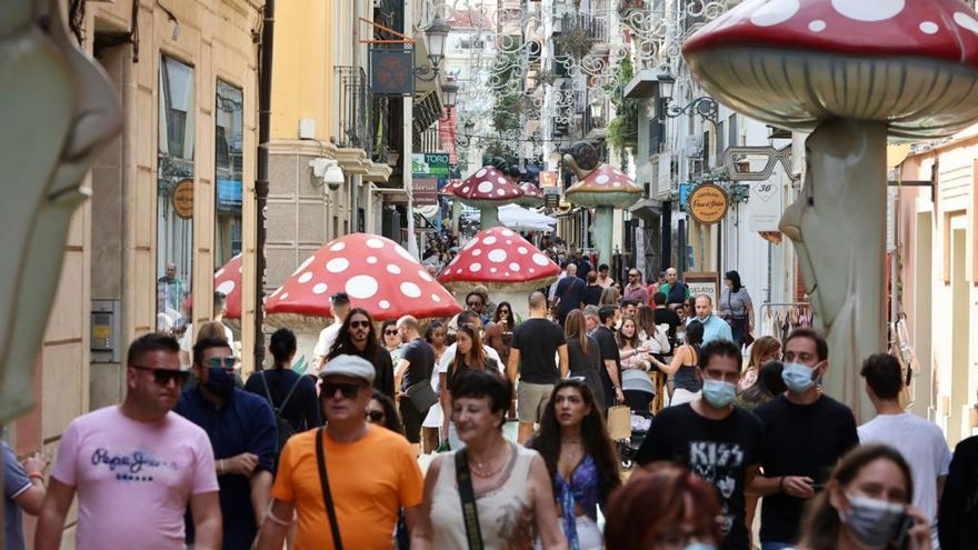 "La calle San Francisco saca sus ""Botigues al carrer"""