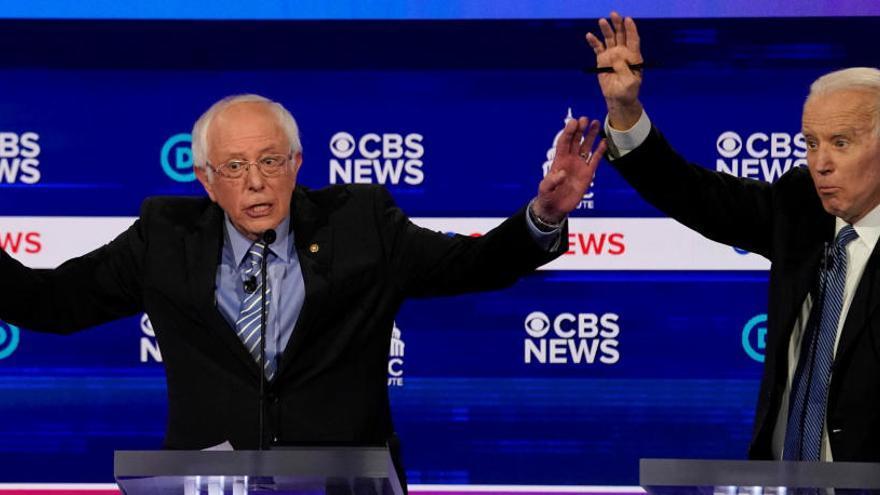 Sanders resiste la avalancha de ataques en un caótico debate demócrata