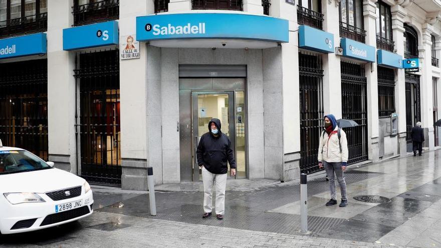 Sabadell pacta recortar 1.800 empleos