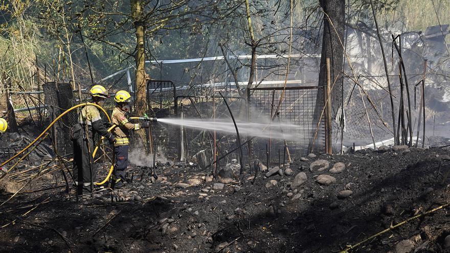 Un incendi a Salt crema una barraca i 7.800 m2
