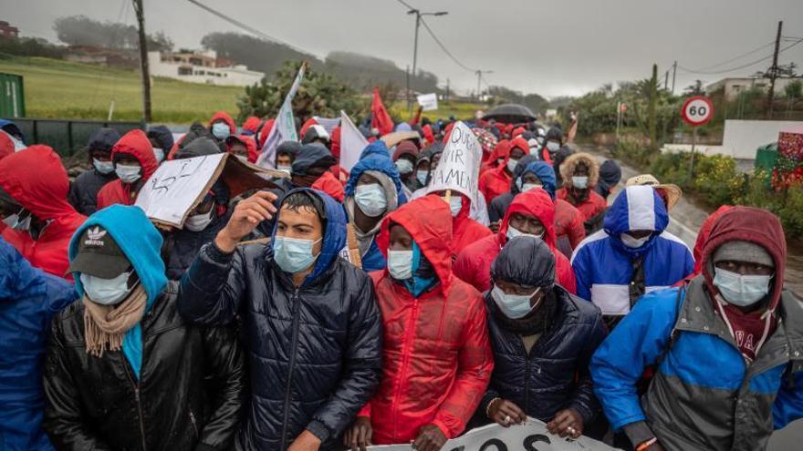 Más de un millar de personas participan en la manifestación de Las Raíces