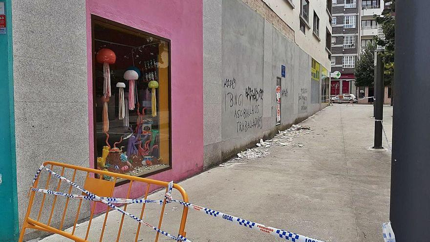 El Concello urge una inspección de las fachadas de Massó ante el riesgo de más desprendimientos