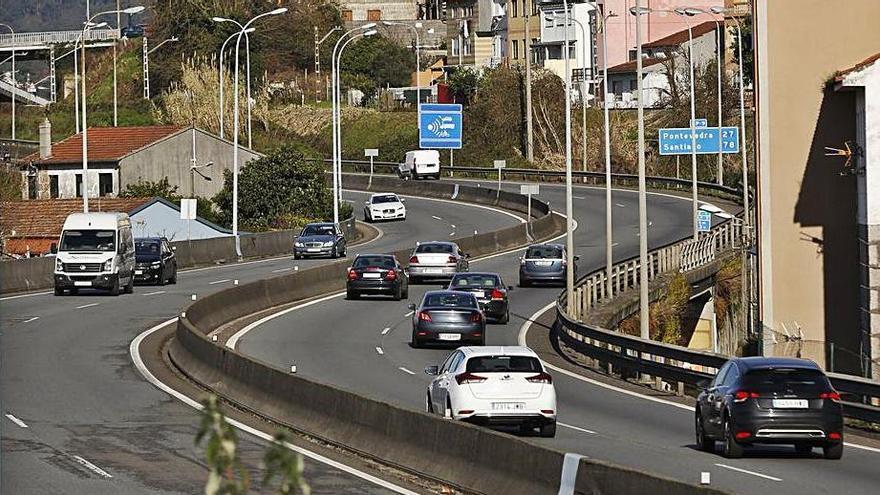 Los vecinos de Teis denuncian el ruido del tráfico de la AP-9. |   // R. G.