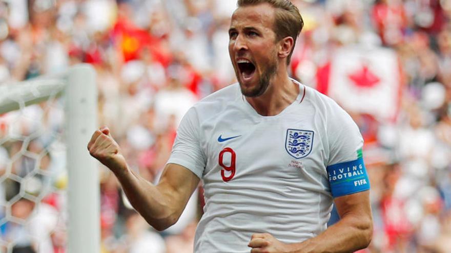 Anglaterra goleja i presenta la seva candidatura al Mundial