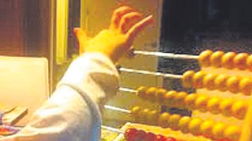 A Cañiza ofrece clases de ábaco para facer cálculos