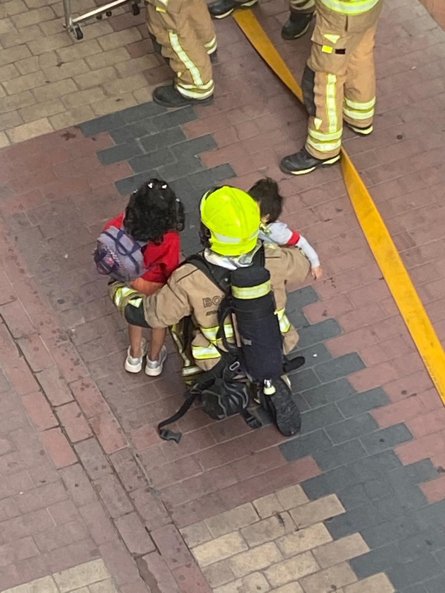 Una familia, cuatro de ellos menores, evacuada en un incendio en El Gancho