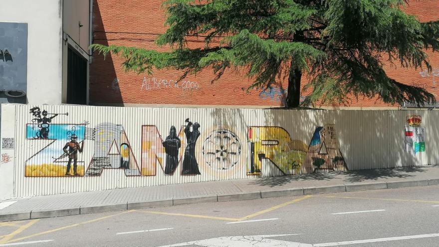 Las letras de Zamora dibujan un nuevo mural junto al pabellón Ángel Nieto