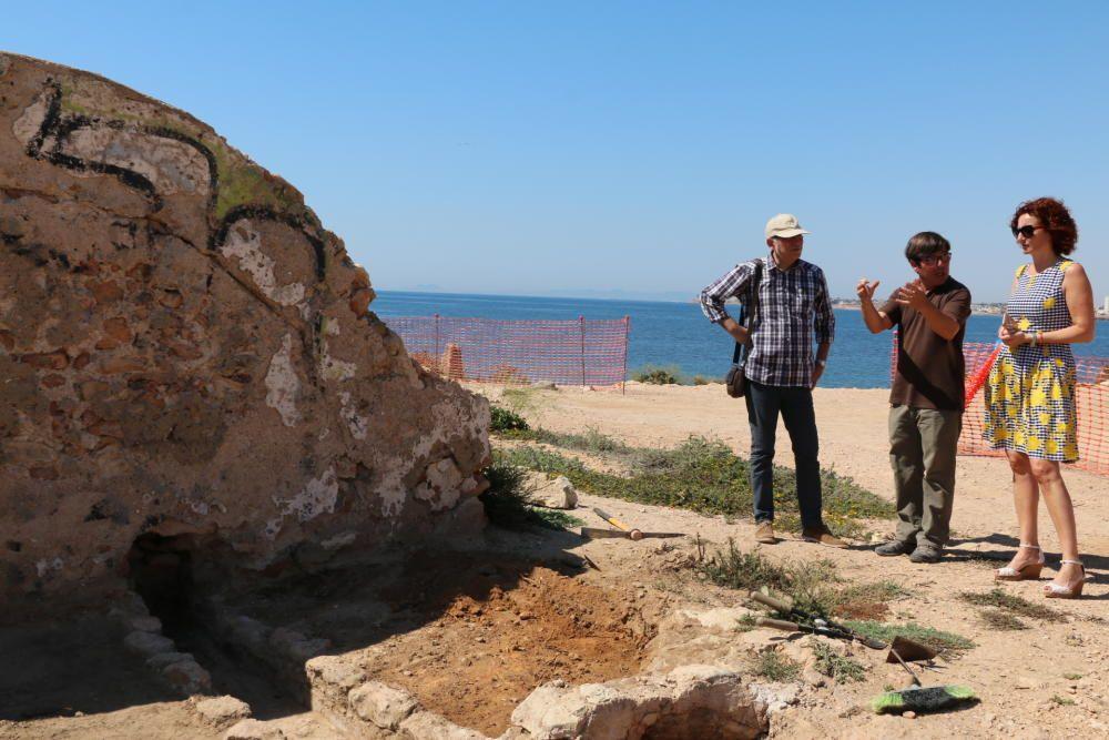 Visita de técnicos y ediles del gobierno local a la excavación del refugio