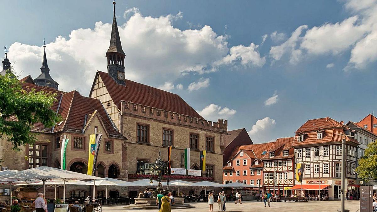 Vista xeneral del centru históricu de Gotinga, coles sos típiques construcciones medievales.