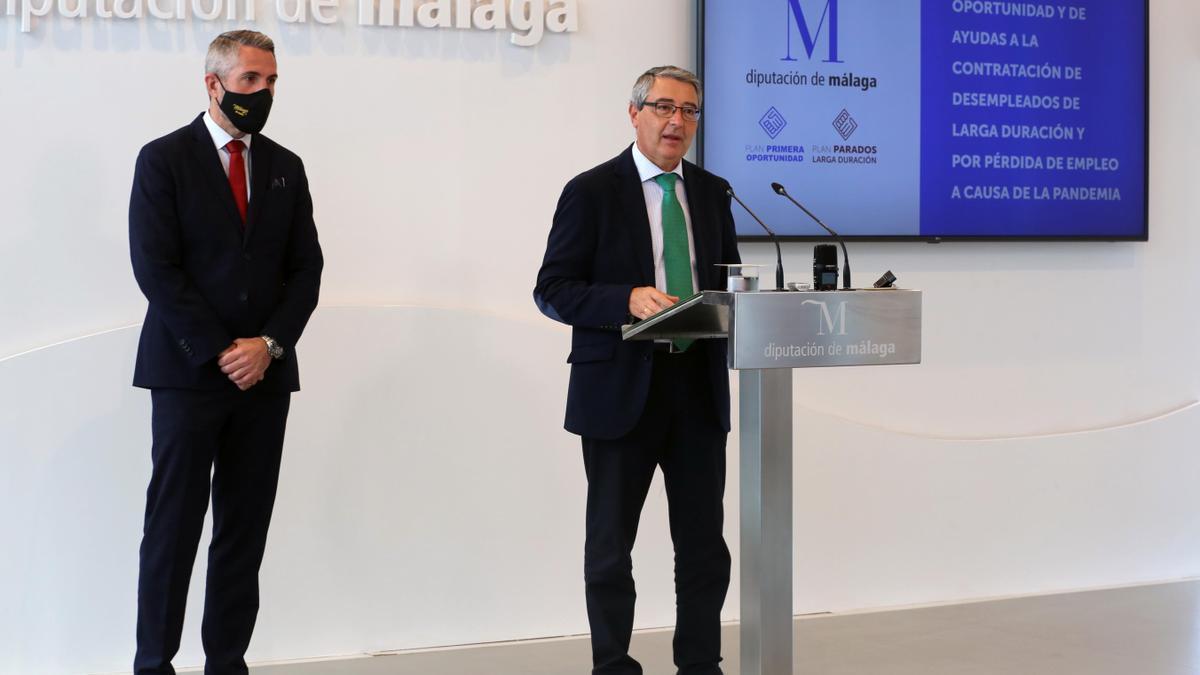 El presidente de la Diputación de Málaga, Francisco Salado junto al vicepresidente primero, Juan Carlos Maldonado