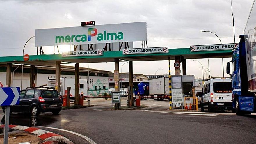 Los mayoristas de Mercapalma sacarán hoy sus camiones para protestar