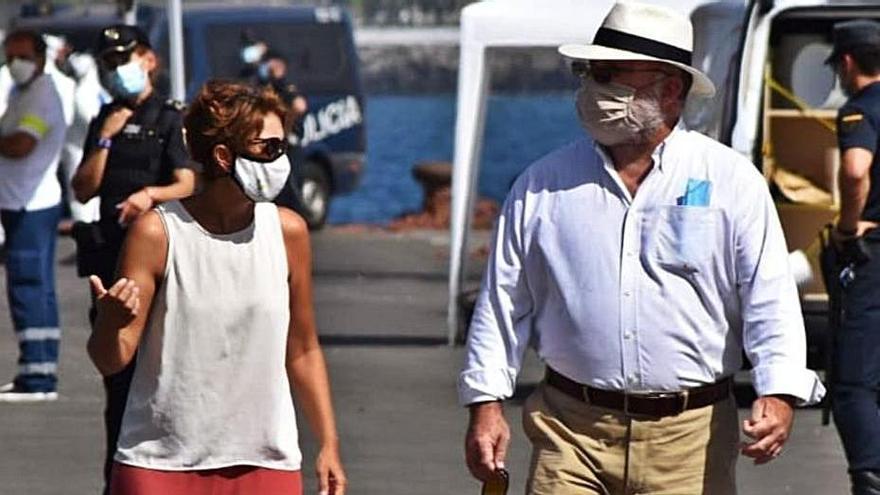 Mogán rechaza las acusaciones de racismo y el uso partidista de la crisis migratoria