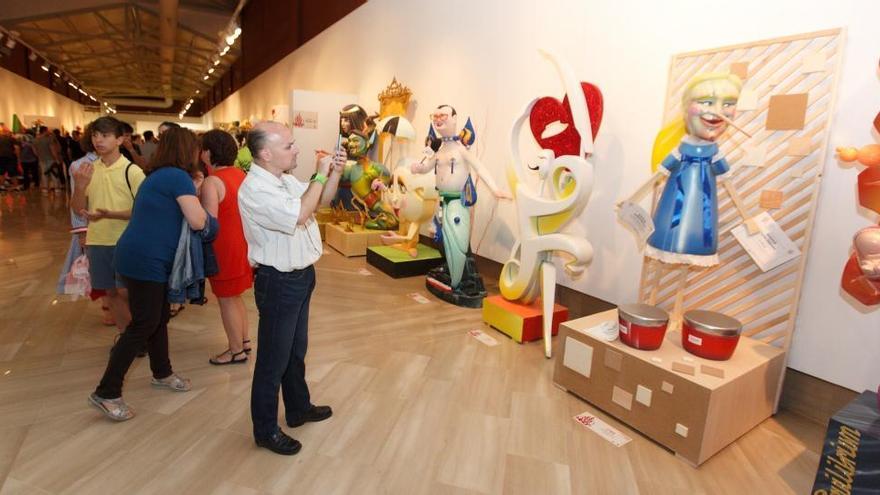 Abre al público la Exposición del Ninot, que se clausurará el día 7, día en que se conocerán las escenas indultadas