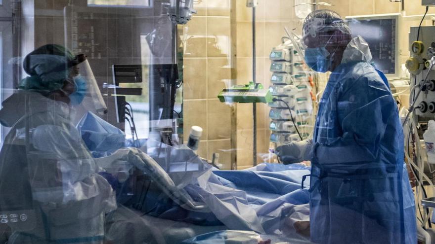 La COVID-19 causa 17.400 nuevos muertos, récord diario desde el inicio de la pandemia