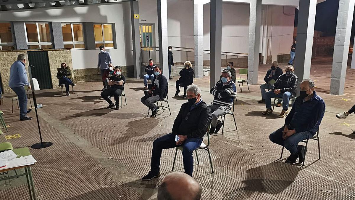 Miembros de la nueva Asociación de hosteleros de Moaña en su asamblea de constitución. |   // S.Á.