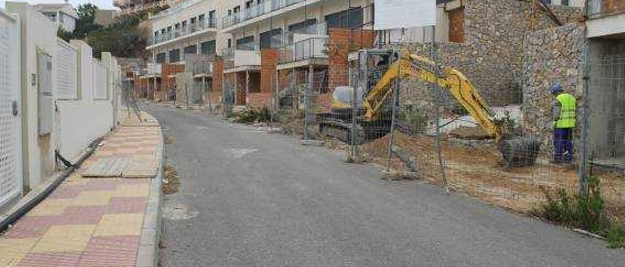 La urbanización inacabada de Cullera se enfrenta ahora a los morosos