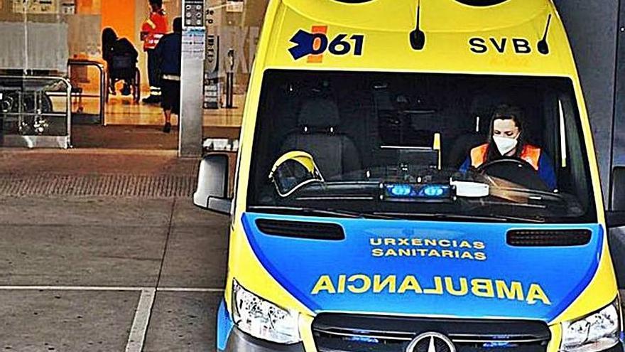Más de 900 gallegos están hospitalizados con COVID, con los contagios en máximos