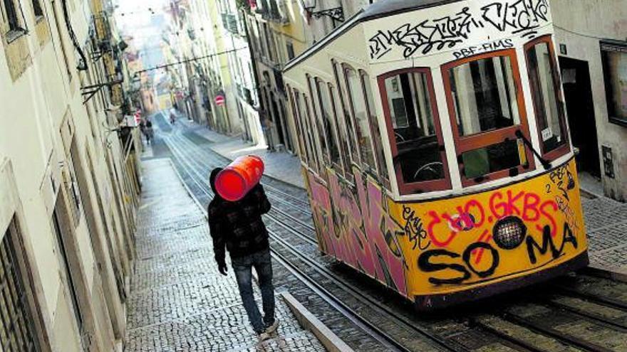 Portugal afronta el mes de confinamiento con escuelas abiertas y teletrabajo obligatorio