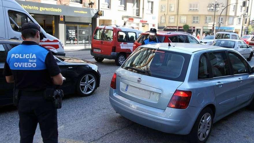 """""""Hemos retrocedido 30 años, ponemos las multas en papel"""", dicen los policías locales"""