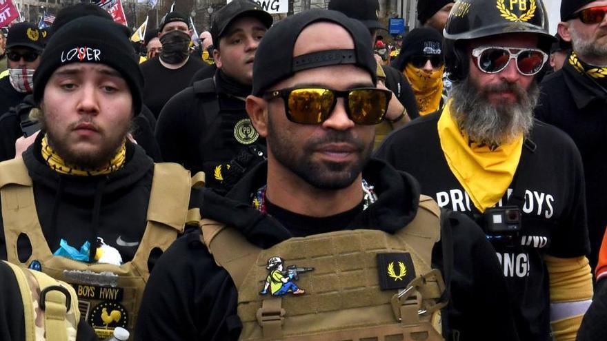 El líder del grupo ultra Proud Boys fue confidente del FBI y de la Policía