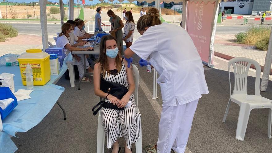 Así está siendo la vacunación sin cita en el Martínez Valero