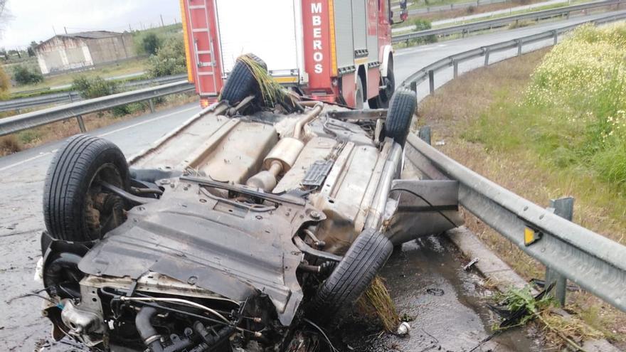Muere un joven de 22 años en un accidente en la A-4 cerca de La Carlota, en el término de Écija
