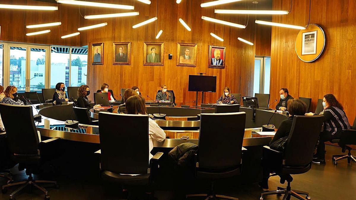El alcalde lalinense mantuvo ayer una reunión con el grupo de comercio. |  // BERNABÉ