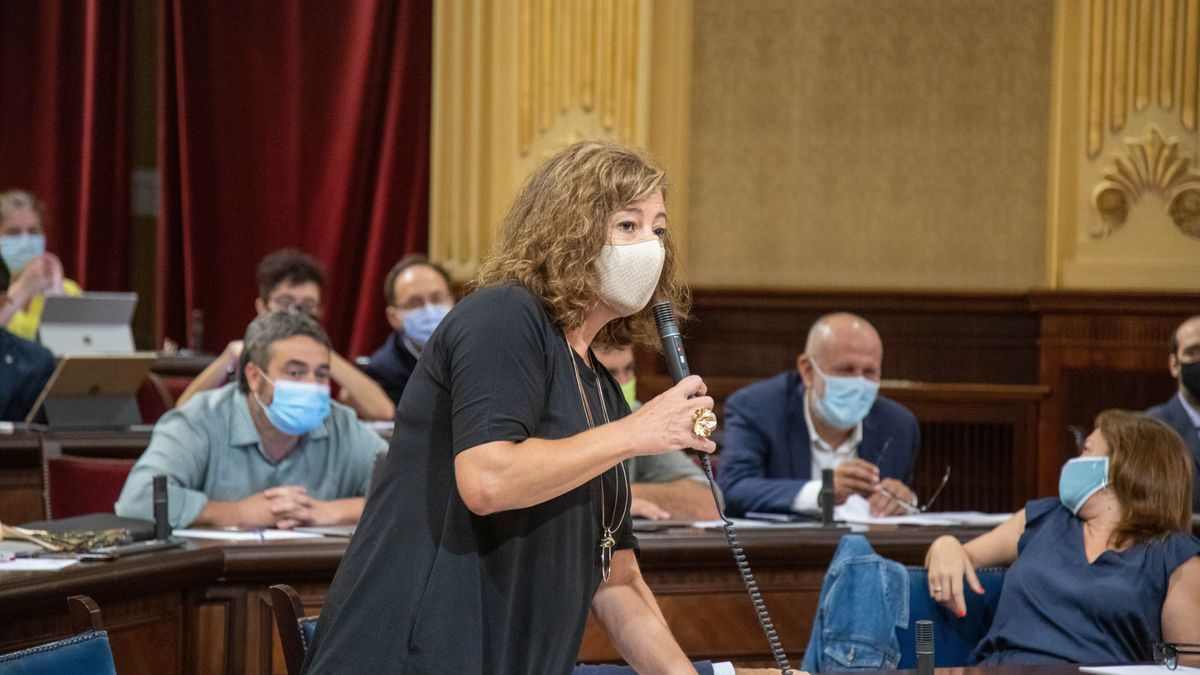 Francina Armengol en el Parlament durante el debate de Política General.