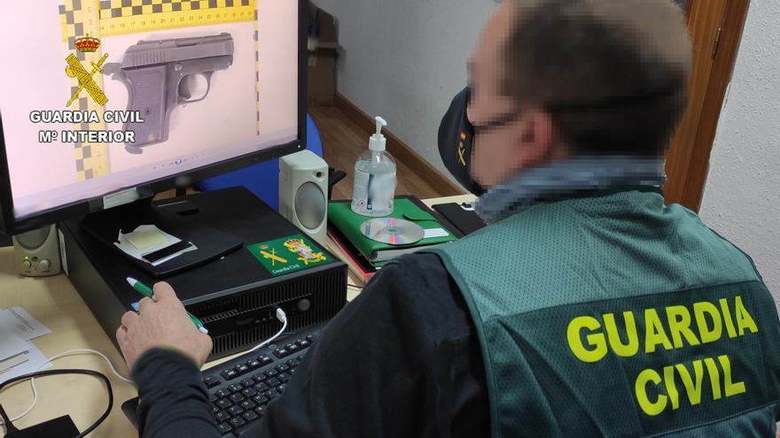 Un detenido en Castrogonzalo por amenazar a su compañero de piso con una pistola