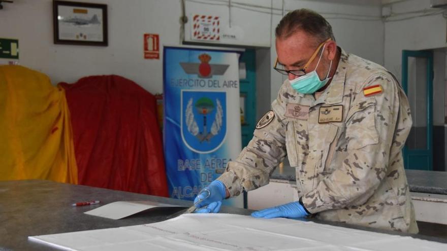 El Ejército del Aire fabrica 500 mascarillas al día