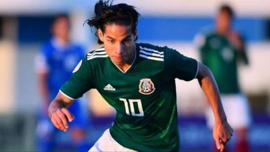 El Betis intenta cerrar el fichaje del joven mexicano Diego Laínez