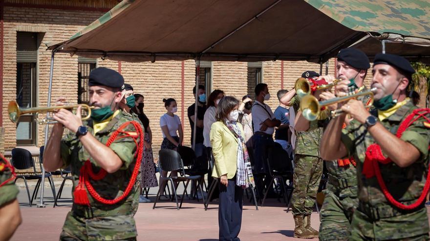 La ministra Robles visita a la brigada Extremadura XI
