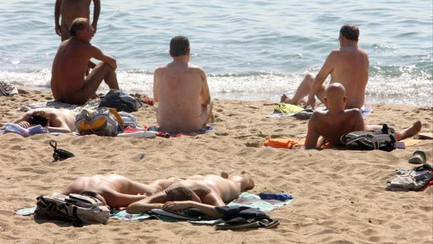 Más de diez playas nudistas en la Región de Murcia