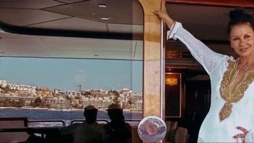 Catherine Zeta-Jones y Michael Douglas se dan un chapuzón en Ibiza