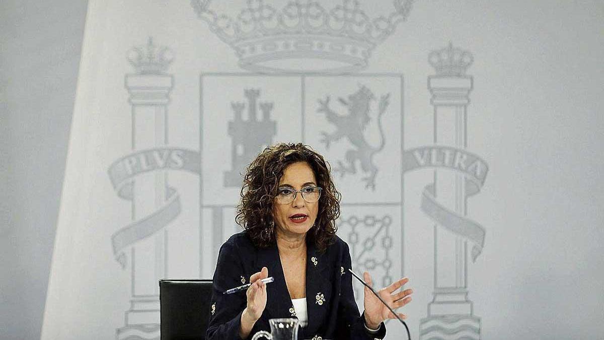 La ministra de Hacienda y portavoz del Gobierno, María Jesús Montero, tras un consejo de ministros.