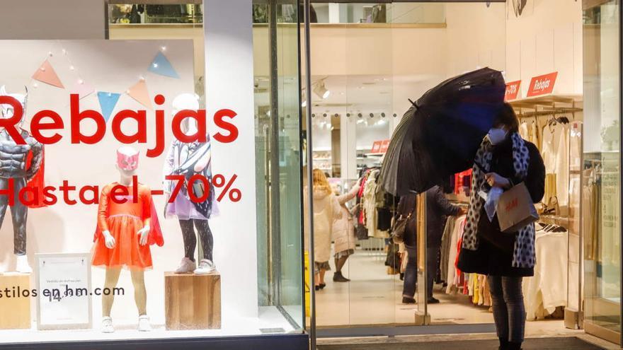 Las contrataciones en el comercio caen un 16% en enero pese a las rebajas