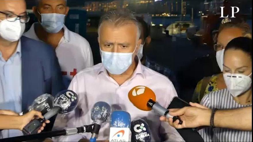 Torres acude al operativo para los migrantes en el muelle de Arguineguín